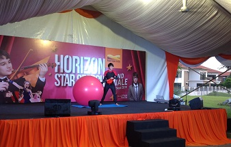 21. Man in Balloon Show @ Horizon Hill 338x215